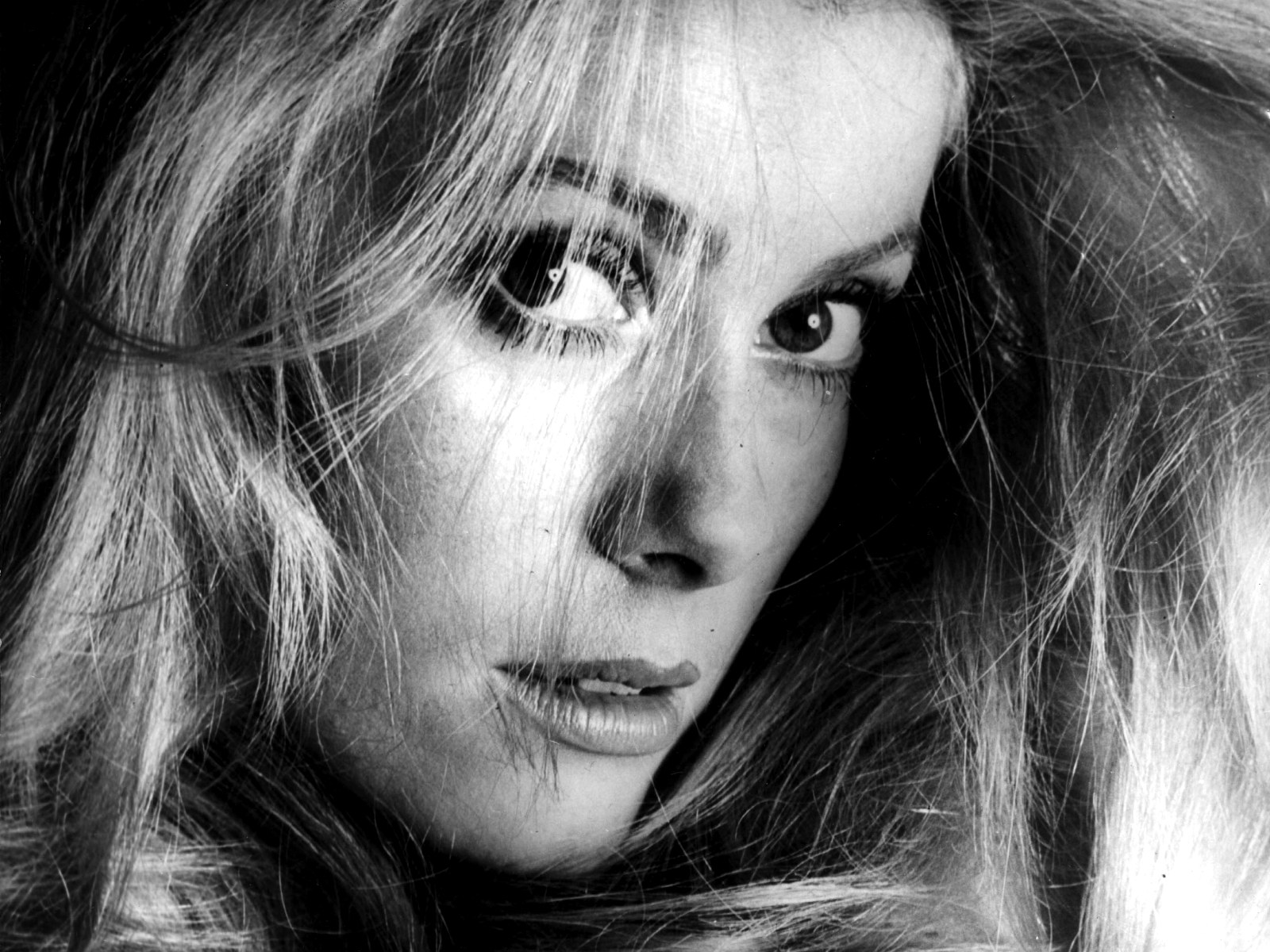 017-catherine-deneuve-theredlist