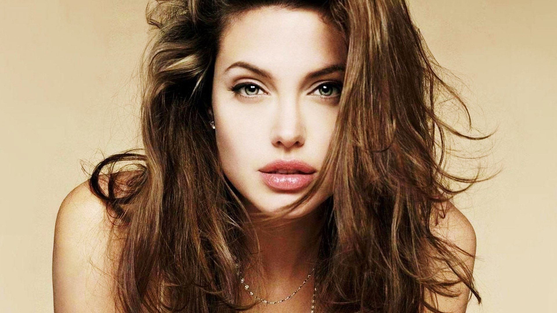 Pictures-Angelina-Jolie-22-HD-Images-Wallpapers