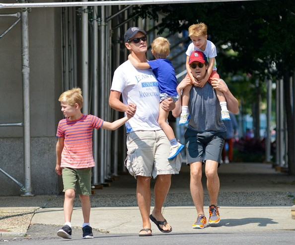 Simon+Halls+Matt+Bomer+Family+Out+Together+yjXMHRnzZsil